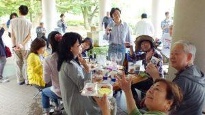 ピクニック 2016 歓談中 玲子さんグループ